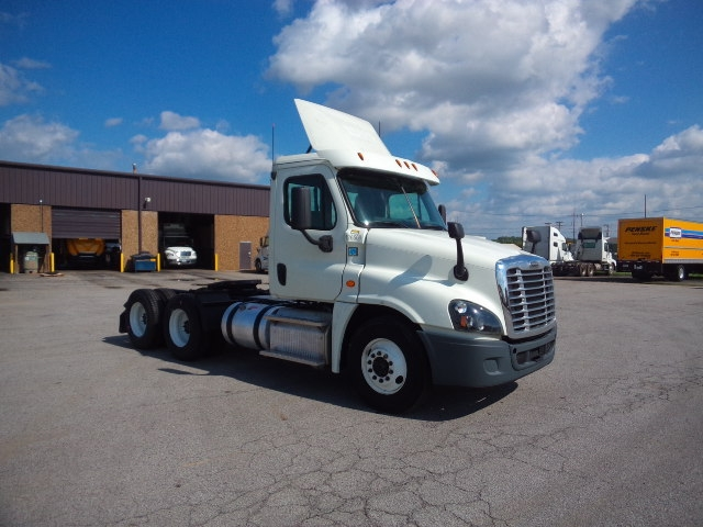 Day Cab Tractor-Heavy Duty Tractors-Freightliner-2016-Cascadia 12564ST-FORT SMITH-AR-676,705 miles-$47,250