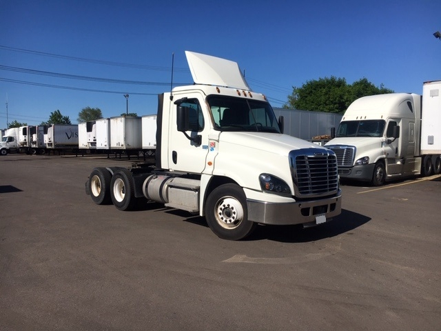 Day Cab Tractor-Heavy Duty Tractors-Freightliner-2016-Cascadia 12564ST-PLYMOUTH-MI-307,542 miles-$60,250