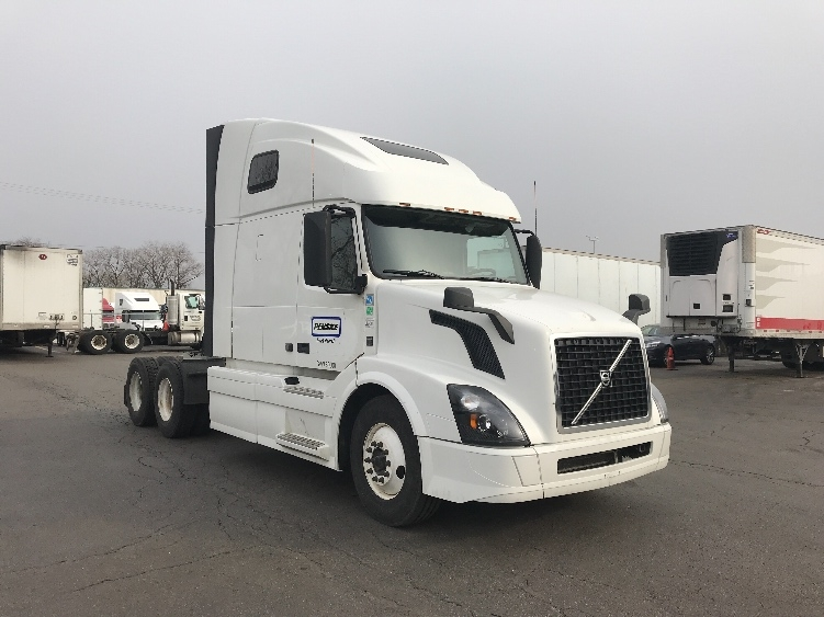 Sleeper Tractor-Heavy Duty Tractors-Volvo-2016-VNL64T670-SOUTH HOLLAND-IL-384,807 miles-$65,750