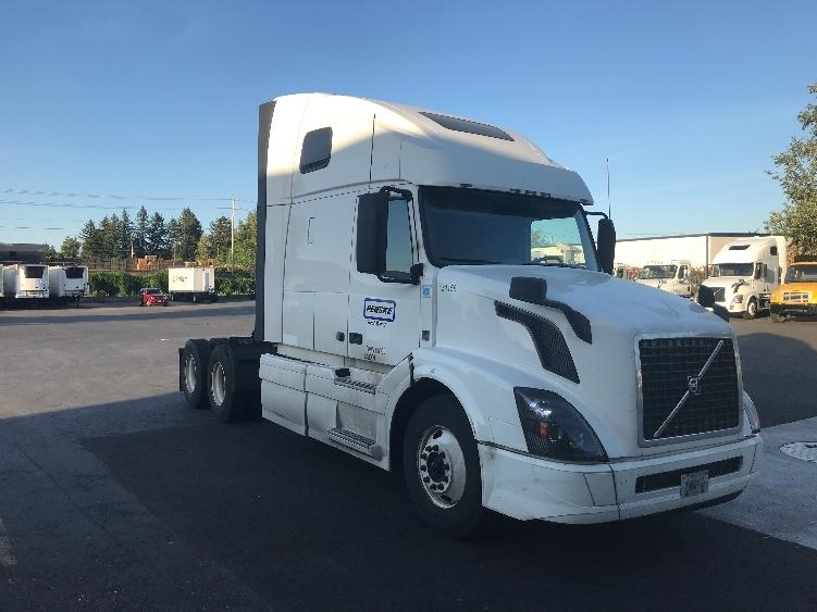 Sleeper Tractor-Heavy Duty Tractors-Volvo-2016-VNL64T670-CLACKAMAS-OR-612,384 miles-$52,250