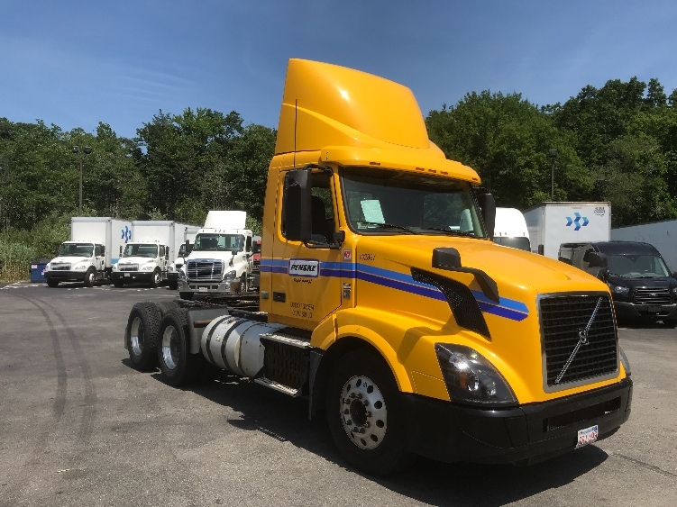 Day Cab Tractor-Heavy Duty Tractors-Volvo-2016-VNL64T300-NEW BEDFORD-MA-222,583 miles-$62,750