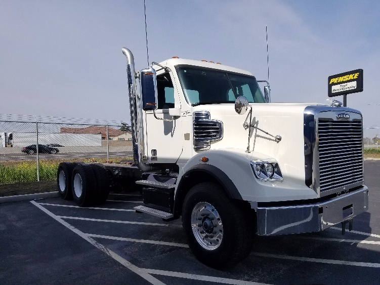 Cab and Chassis Truck-Heavy Duty Tractors-Freightliner-2016-CORONADO-STOCKTON-CA-10 miles-$126,500