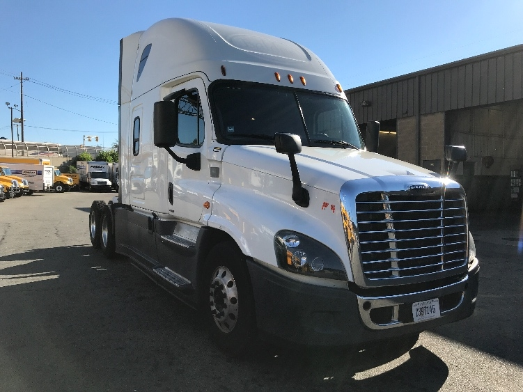 Sleeper Tractor-Heavy Duty Tractors-Freightliner-2016-Cascadia 12564ST-NORTH BERGEN-NJ-537,834 miles-$65,750