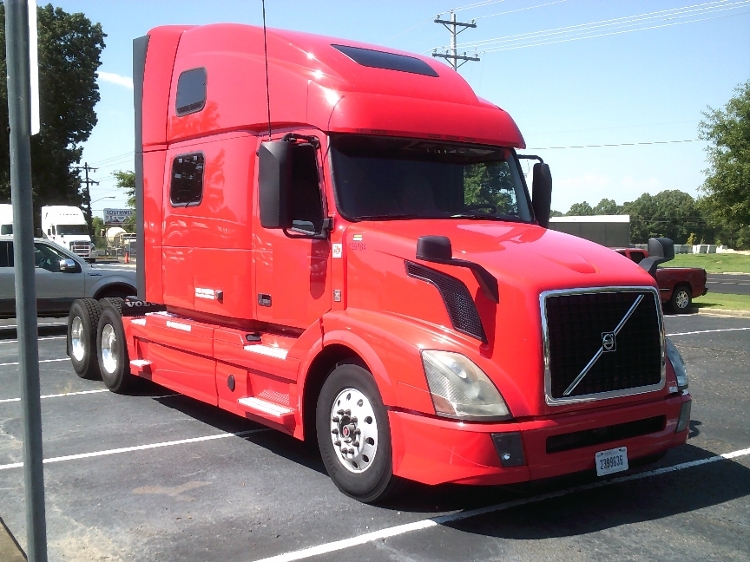 Sleeper Tractor-Heavy Duty Tractors-Volvo-2016-VNL64T780-OLIVE BRANCH-MS-645,124 miles-$70,500