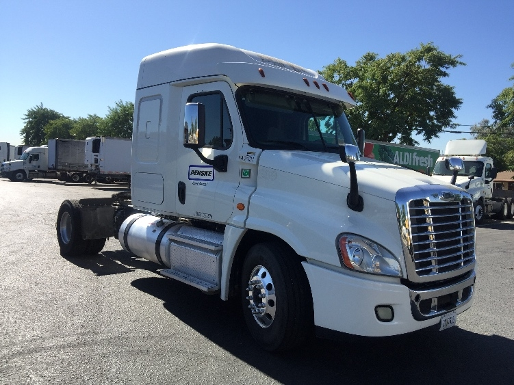 Sleeper Tractor-Heavy Duty Tractors-Freightliner-2016-Cascadia 12542ST-SPARKS-NV-199,266 miles-$79,000