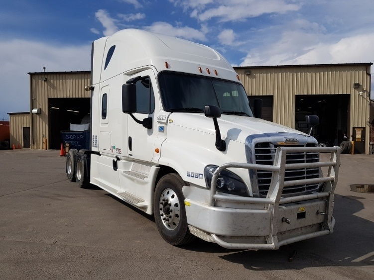 Sleeper Tractor-Heavy Duty Tractors-Freightliner-2016-Cascadia 12564ST-CALGARY-AB-721,129 km-$65,000