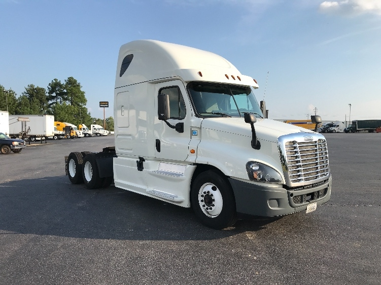 Used Sleeper Tractors For Sale in FL - Penske Used Trucks