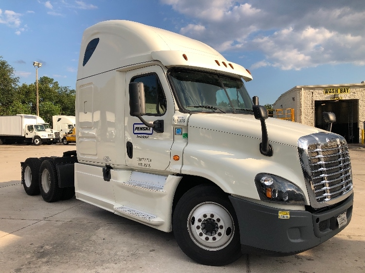 Sleeper Tractor-Heavy Duty Tractors-Freightliner-2016-Cascadia 12564ST-ORLANDO-FL-447,105 miles-$53,000
