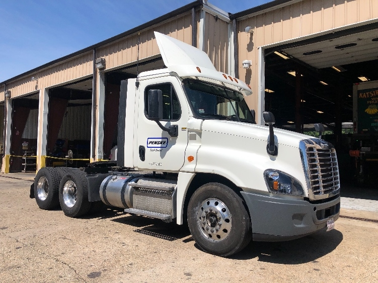 Day Cab Tractor-Heavy Duty Tractors-Freightliner-2016-Cascadia 12564ST-BRAINTREE-MA-138,460 miles-$68,000
