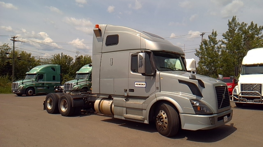 Sleeper Tractor-Heavy Duty Tractors-Volvo-2016-VNL64T670-MISSISSAUGA-ON-558,542 km-$62,500