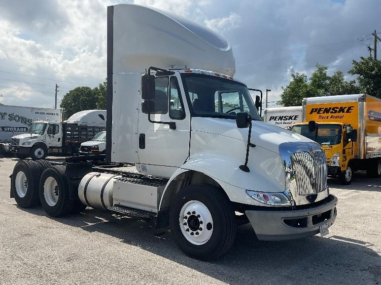 Day Cab Tractor-Heavy Duty Tractors-International-2016-8600-LAS VEGAS-NV-302,661 miles-$47,500
