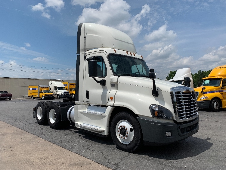 Day Cab Tractor-Heavy Duty Tractors-Freightliner-2017-Cascadia 12564ST-LITTLE ROCK-AR-668,354 miles-$53,000