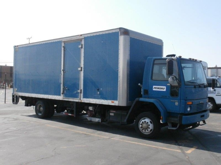 Medium Duty Box Truck-Light and Medium Duty Trucks-Freightliner-2002-FC70-TORRANCE-CA-124,573 miles-$6,000