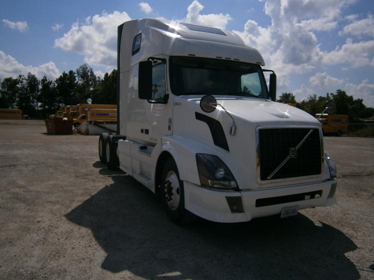 Sleeper Tractor-Heavy Duty Tractors-Volvo-2011-VNL64T670-BRIDGETON-MO-549,543 miles-$39,250