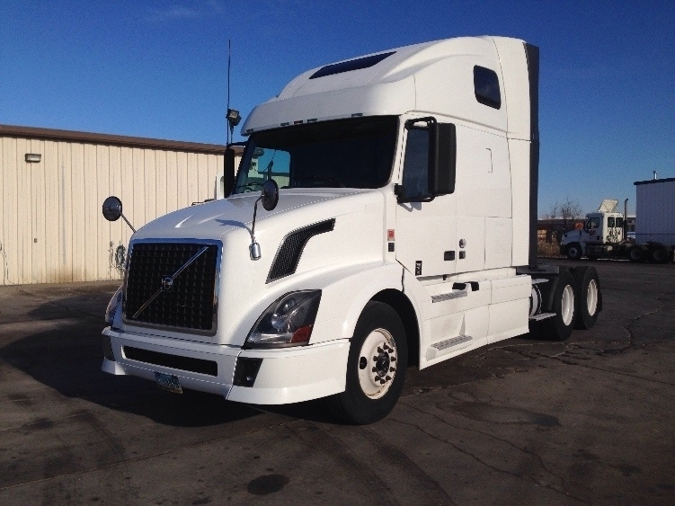 Sleeper Tractor-Heavy Duty Tractors-Volvo-2011-VNL64T670-FARGO-ND-642,974 miles-$31,000