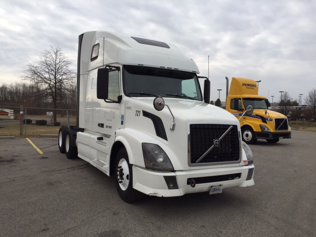 Sleeper Tractor-Heavy Duty Tractors-Volvo-2011-VNL64T670-AKRON-OH-549,735 miles-$33,000