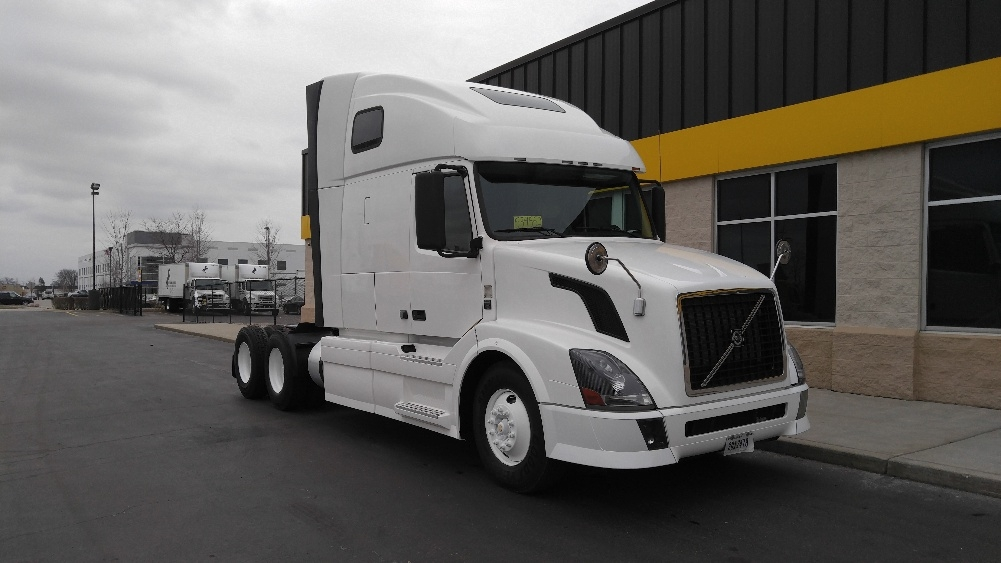 Sleeper Tractor-Heavy Duty Tractors-Volvo-2011-VNL64T670-ROCKFORD-IL-478,104 miles-$36,000
