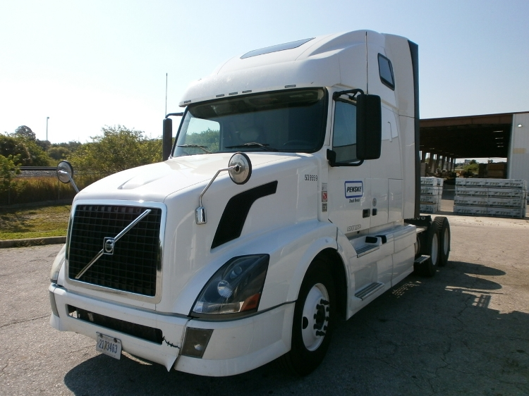 Sleeper Tractor-Heavy Duty Tractors-Volvo-2011-VNL64T670-ROMEOVILLE-IL-459,357 miles-$36,750
