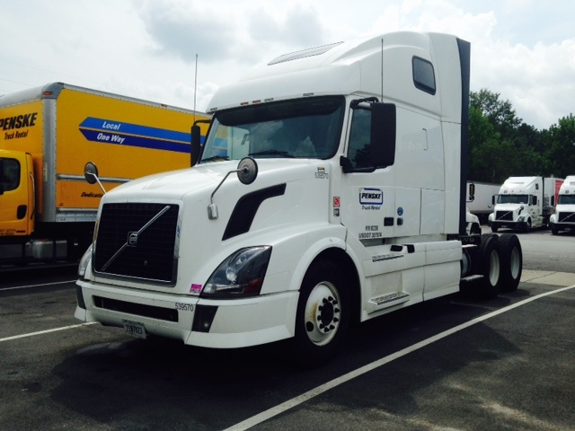 Sleeper Tractor-Heavy Duty Tractors-Volvo-2011-VNL64T670-GREENVILLE-SC-558,432 miles-$32,000