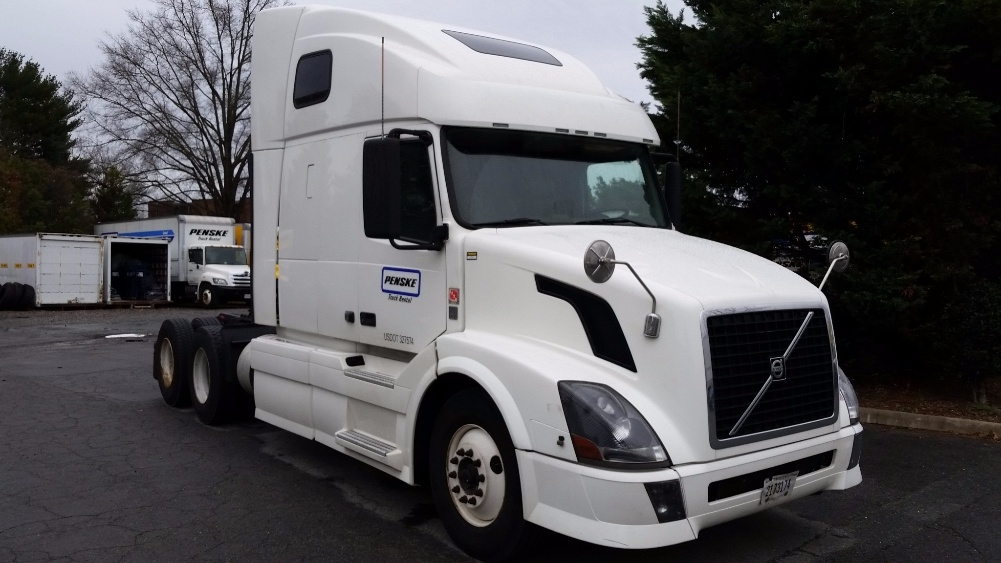 Sleeper Tractor-Heavy Duty Tractors-Volvo-2011-VNL64T670-CHARLOTTESVILLE-VA-414,675 miles-$37,250