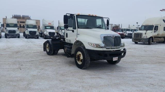 Day Cab Tractor-Heavy Duty Tractors-International-2008-4400-EDMONTON-AB-115,380 km-$18,250