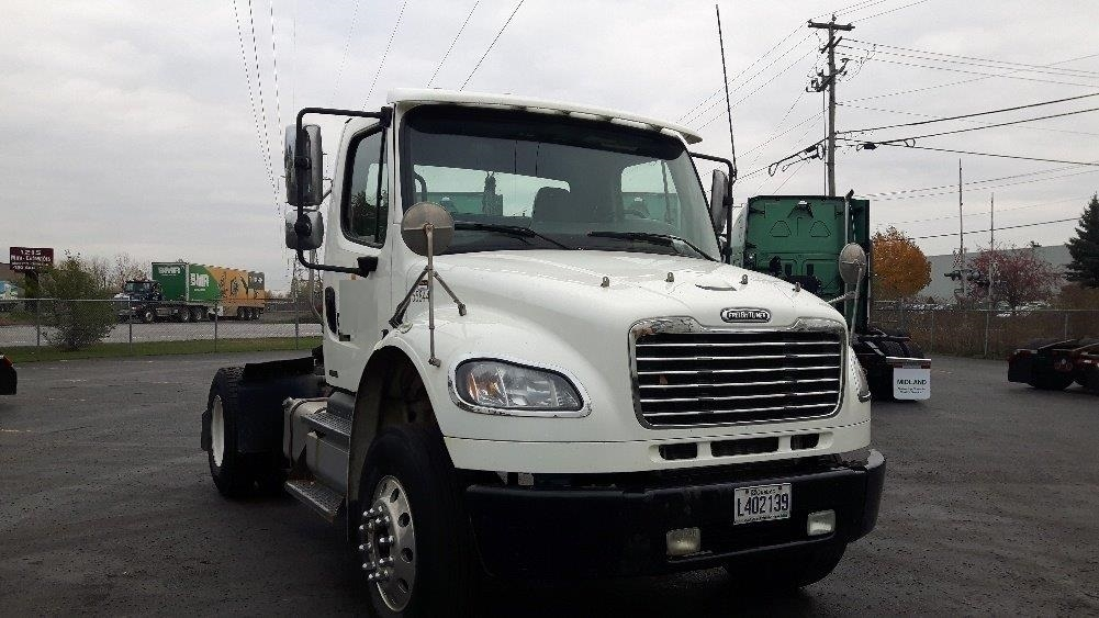 Day Cab Tractor-Heavy Duty Tractors-Freightliner-2011-M2-BOUCHERVILLE-PQ-218,008 km-$36,500