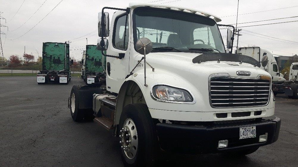 Day Cab Tractor-Heavy Duty Tractors-Freightliner-2011-M2-BOUCHERVILLE-PQ-246,325 km-$37,500