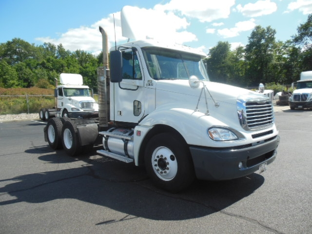 Day Cab Tractor-Heavy Duty Tractors-Freightliner-2009-Columbia CL12064ST-MONTGOMERY-NY-487,266 miles-$13,500