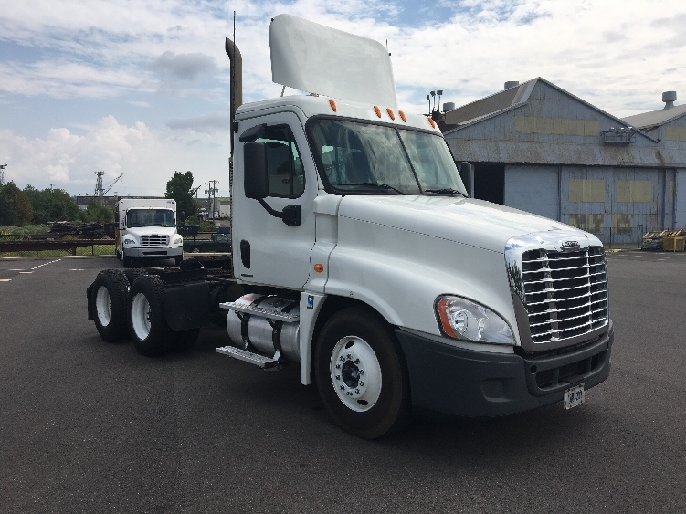 Day Cab Tractor-Heavy Duty Tractors-Freightliner-2009-Cascadia 12564ST-PITTSBURGH-PA-211,408 miles-$39,500