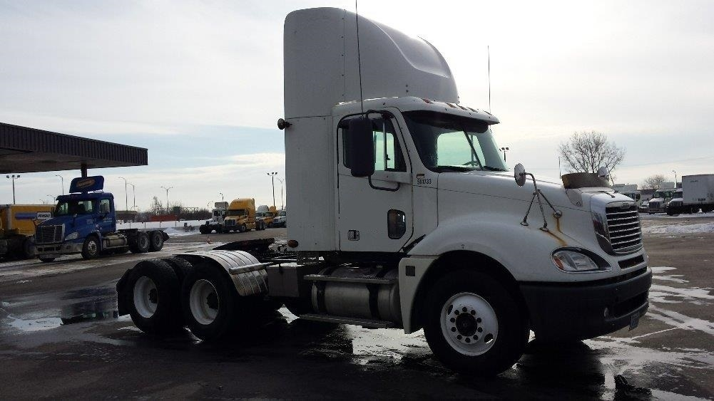 Day Cab Tractor-Heavy Duty Tractors-Freightliner-2009-Columbia CL12064ST-SAINT LAURENT-PQ-521,632 km-$39,750