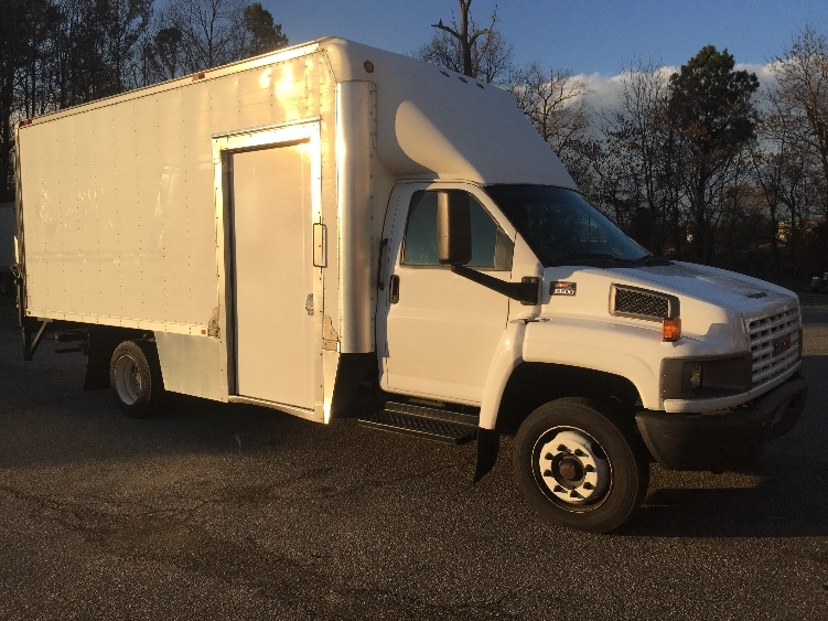 Medium Duty Box Truck-Light and Medium Duty Trucks-GMC-2009-C5V042-NEWPORT NEWS-VA-210,025 miles-$22,250