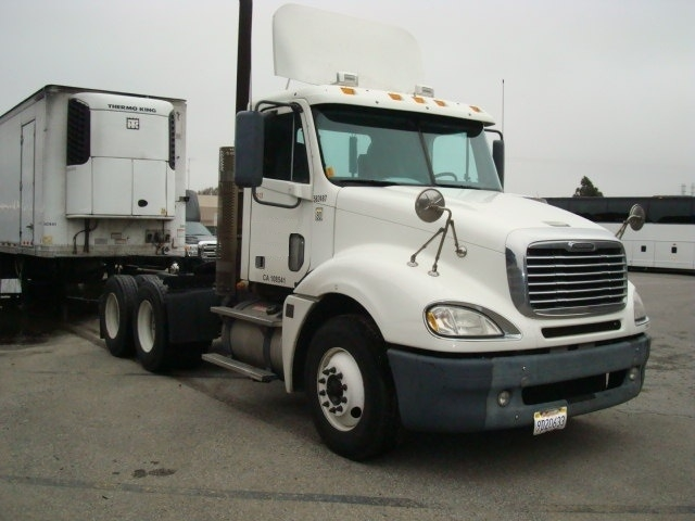 Day Cab Tractor-Heavy Duty Tractors-Freightliner-2009-Columbia CL12064ST-SOUTH SAN FRANCISCO-CA-279,105 miles-$30,000