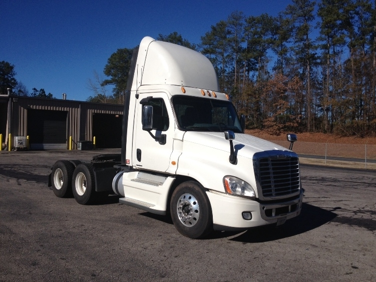 Day Cab Tractor-Heavy Duty Tractors-Freightliner-2009-Cascadia 12564ST-GAINESVILLE-GA-605,300 miles-$23,500