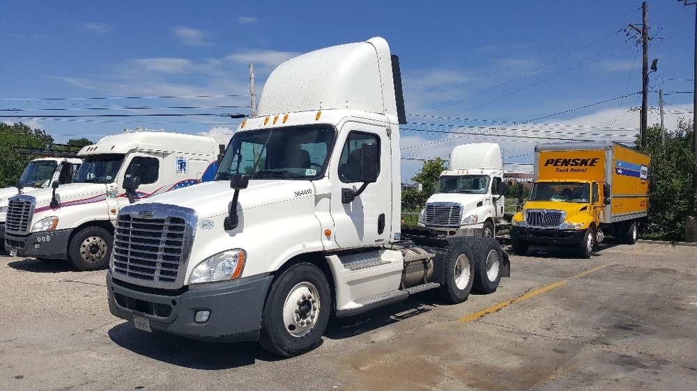 Day Cab Tractor-Heavy Duty Tractors-Freightliner-2009-Cascadia 12564ST-HAMMOND-LA-500,623 miles-$27,500