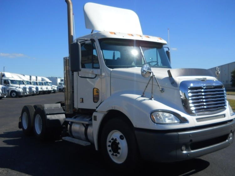 Day Cab Tractor-Heavy Duty Tractors-Freightliner-2009-Columbia CL12064ST-MIDDLEFIELD-OH-526,636 miles-$24,000
