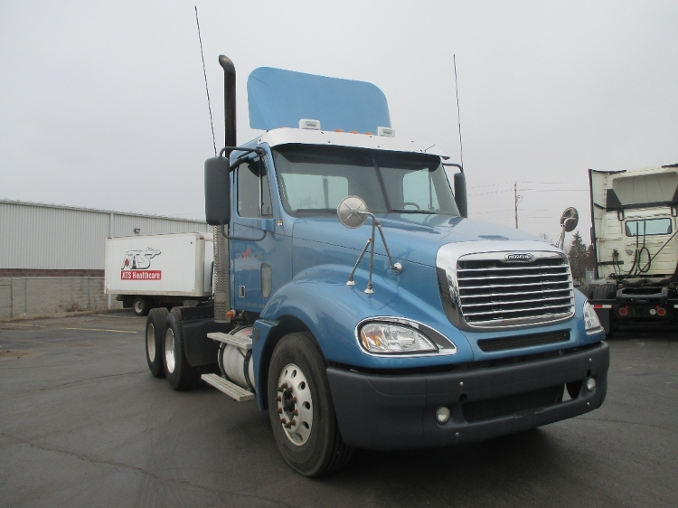 Day Cab Tractor-Heavy Duty Tractors-Freightliner-2009-Columbia CL12064ST-BURLINGTON-ON-606,881 km-$35,500