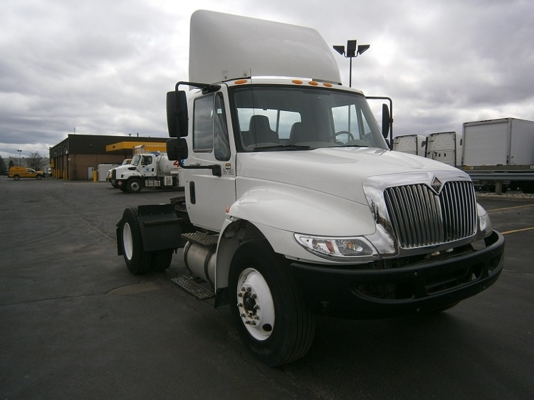 Day Cab Tractor-Heavy Duty Tractors-International-2010-4400-MISSISSAUGA-ON-186,386 km-$27,750