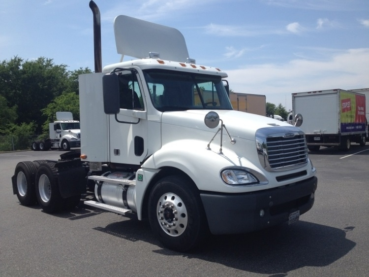 Day Cab Tractor-Heavy Duty Tractors-Freightliner-2009-Columbia CL12064ST-NORFOLK-VA-666,440 miles-$19,750