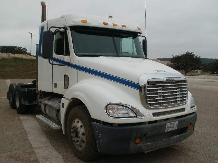 Sleeper Tractor-Heavy Duty Tractors-Freightliner-2010-Columbia CL12064ST-WACO-TX-556,066 miles-$31,250