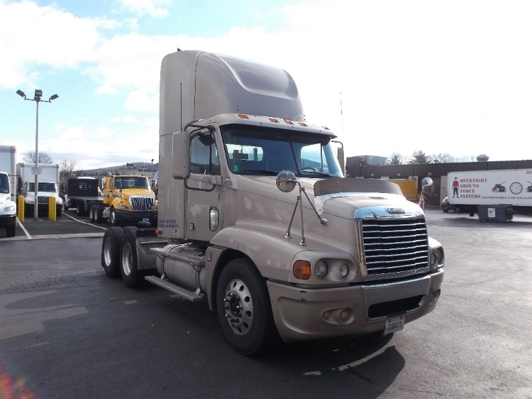 Day Cab Tractor-Heavy Duty Tractors-Freightliner-2010-Century Class CC2064ST-READING-PA-288,344 miles-$33,750