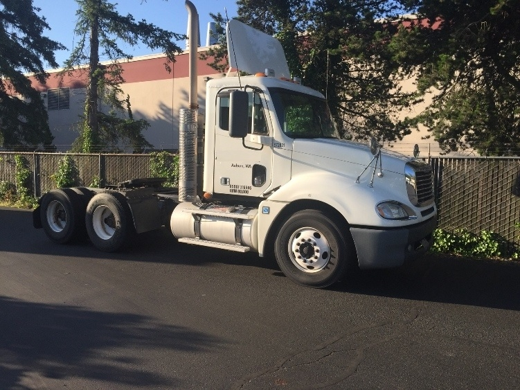 Day Cab Tractor-Heavy Duty Tractors-Freightliner-2010-Columbia CL12064ST-KENT-WA-320,512 miles-$31,250