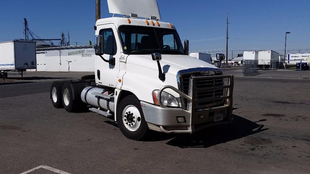 Day Cab Tractor-Heavy Duty Tractors-Freightliner-2009-Cascadia 12564ST-SPOKANE VALLEY-WA-280,855 miles-$42,000