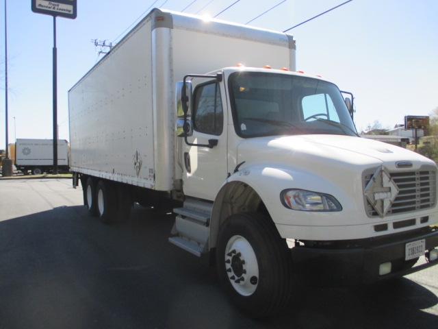 Medium Duty Box Truck-Light and Medium Duty Trucks-Freightliner-2011-M2-KNOXVILLE-TN-298,845 miles-$33,750