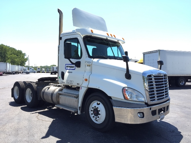 Day Cab Tractor-Heavy Duty Tractors-Freightliner-2011-Cascadia 12564ST-KANSAS CITY-MO-215,297 miles-$38,500