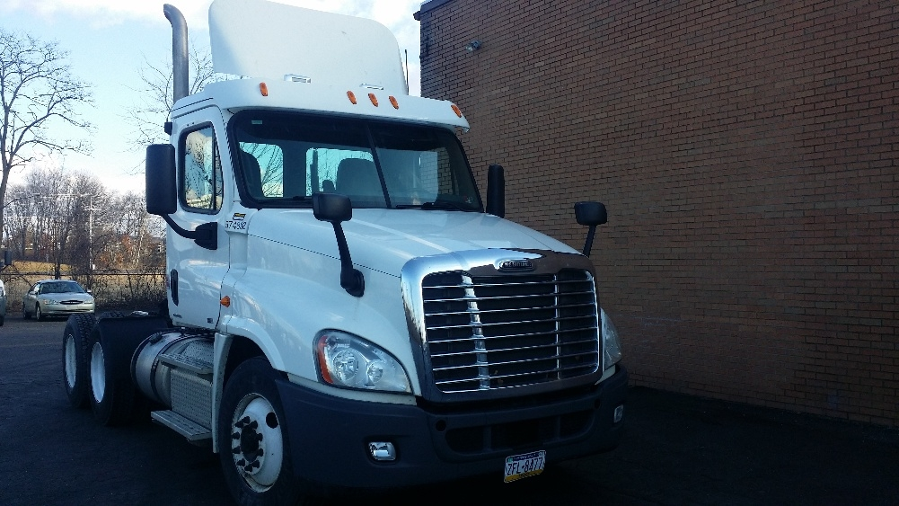 Day Cab Tractor-Heavy Duty Tractors-Freightliner-2011-Cascadia 12564ST-HARRISBURG-PA-196,319 miles-$40,500