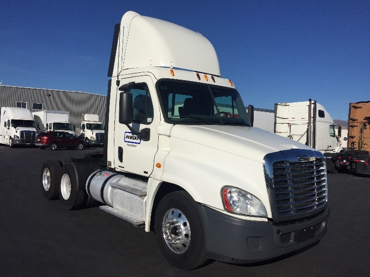 Day Cab Tractor-Heavy Duty Tractors-Freightliner-2011-Cascadia 12564ST-WEST VALLEY CITY-UT-372,187 miles-$52,000