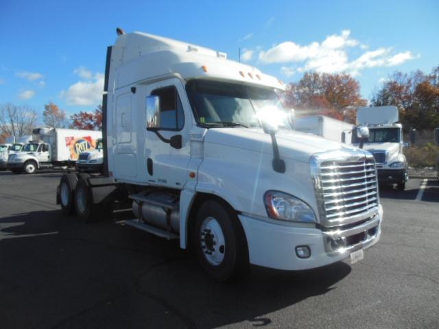 Sleeper Tractor-Heavy Duty Tractors-Freightliner-2010-Cascadia 12564ST-MONTGOMERY-NY-441,991 miles-$37,250