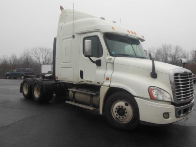 Sleeper Tractor-Heavy Duty Tractors-Freightliner-2010-Cascadia 12564ST-MONTGOMERY-NY-446,545 miles-$37,000