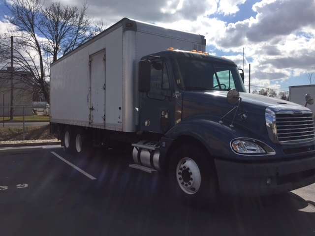 Medium Duty Box Truck-Heavy Duty Tractors-Freightliner-2010-Columbia CL12064ST-BENSALEM-PA-586,867 miles-$28,000