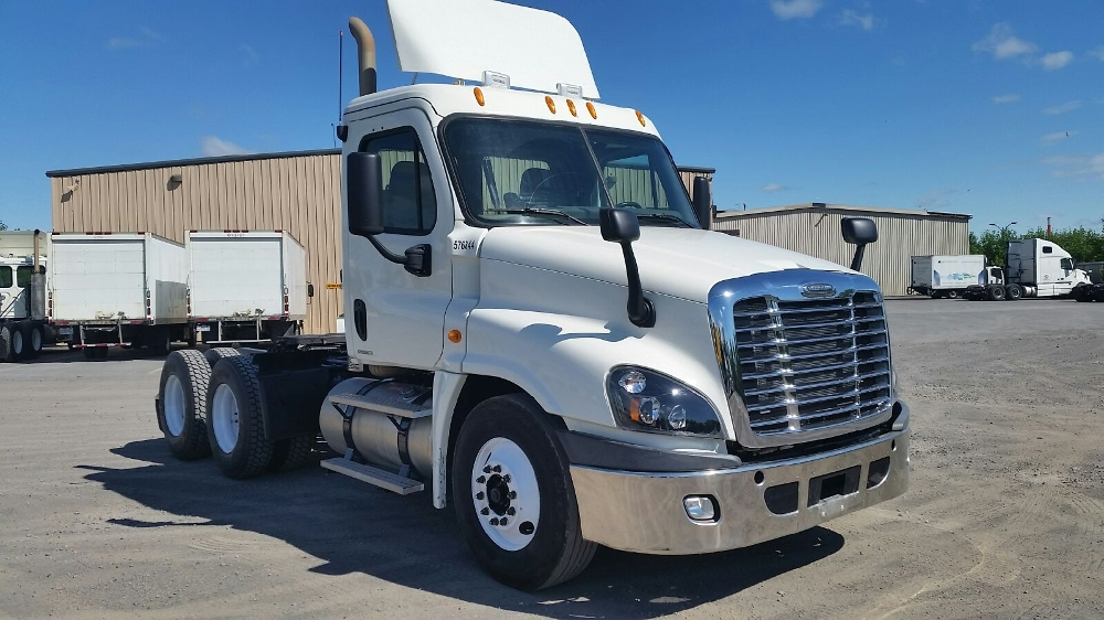 Day Cab Tractor-Heavy Duty Tractors-Freightliner-2010-Cascadia 12564ST-MONTREAL-PQ-586,713 km-$38,000